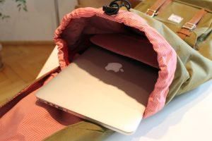 Laptop-Rucksack mit Mac-Notebook
